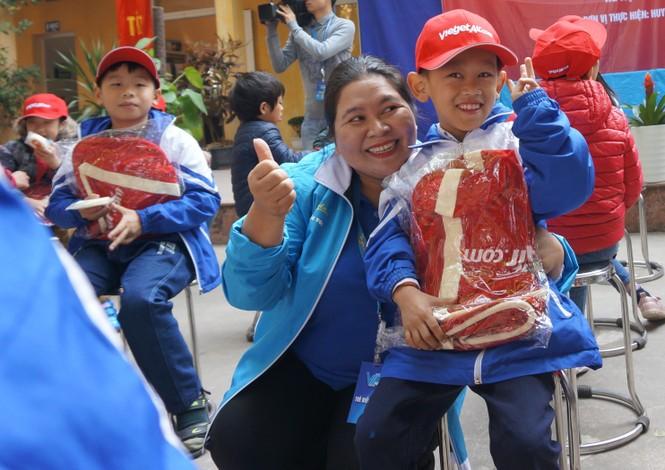 Mang tiếng cười đến trẻ khuyết tật trường Chuyên biệt Bình Minh - ảnh 4