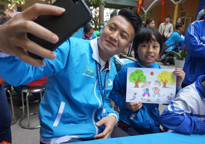 Mang tiếng cười đến trẻ khuyết tật trường Chuyên biệt Bình Minh - ảnh 13