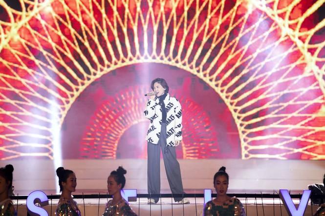 Tóc Tiên cháy hết mình trên sân khấu hoành tráng của đạo diễn Hoàng Nhật Nam - ảnh 1
