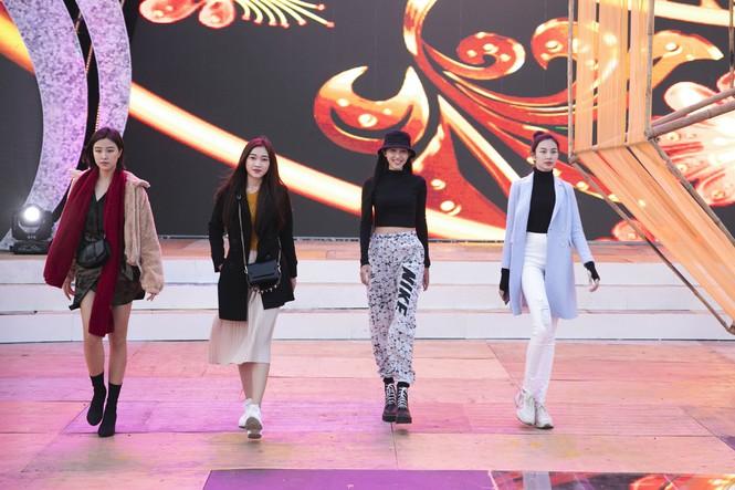 Tóc Tiên cháy hết mình trên sân khấu hoành tráng của đạo diễn Hoàng Nhật Nam - ảnh 7