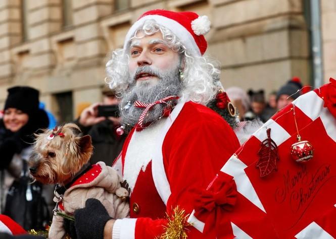 Ông già Noel xuất hiện khắp mọi nơi chào đón Giáng sinh - ảnh 10