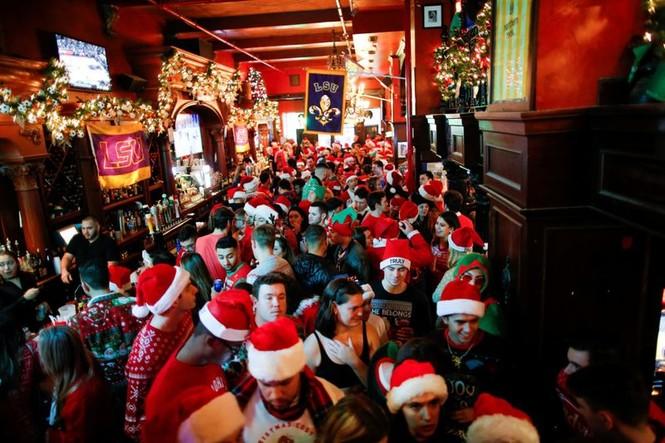 Ông già Noel xuất hiện khắp mọi nơi chào đón Giáng sinh - ảnh 18