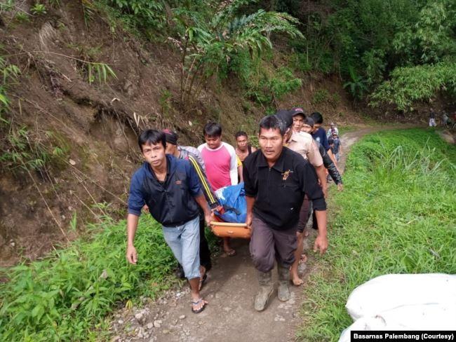 Xe buýt lao xuống hẻm núi, 40 người thương vong - ảnh 3