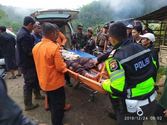 Xe buýt lao xuống hẻm núi, 40 người thương vong - ảnh 5