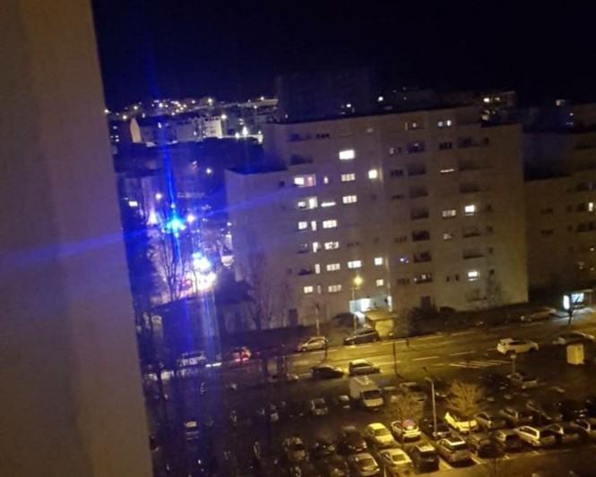 Đấu súng giữa đường phố Pháp, 3 người bị thương - ảnh 1