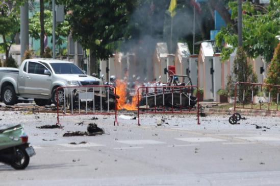 Nổ bom liên tiếp tại miền Nam Thái Lan, 25 người bị thương - ảnh 2