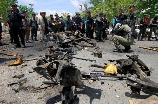 Nổ bom liên tiếp tại miền Nam Thái Lan, 25 người bị thương - ảnh 1