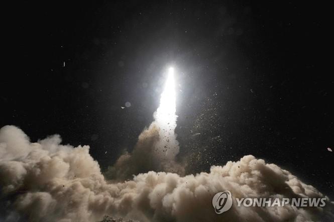 Hàn Quốc phóng tên lửa đạn đạo tầm xa đối trọng với tên lửa Triều Tiên - ảnh 1