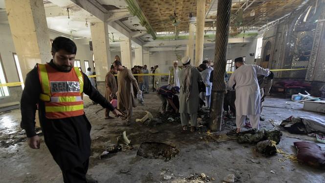 Hiện trường vụ nổ bom trường học ở Pakistan khiến gần 120 người thương vong - ảnh 2