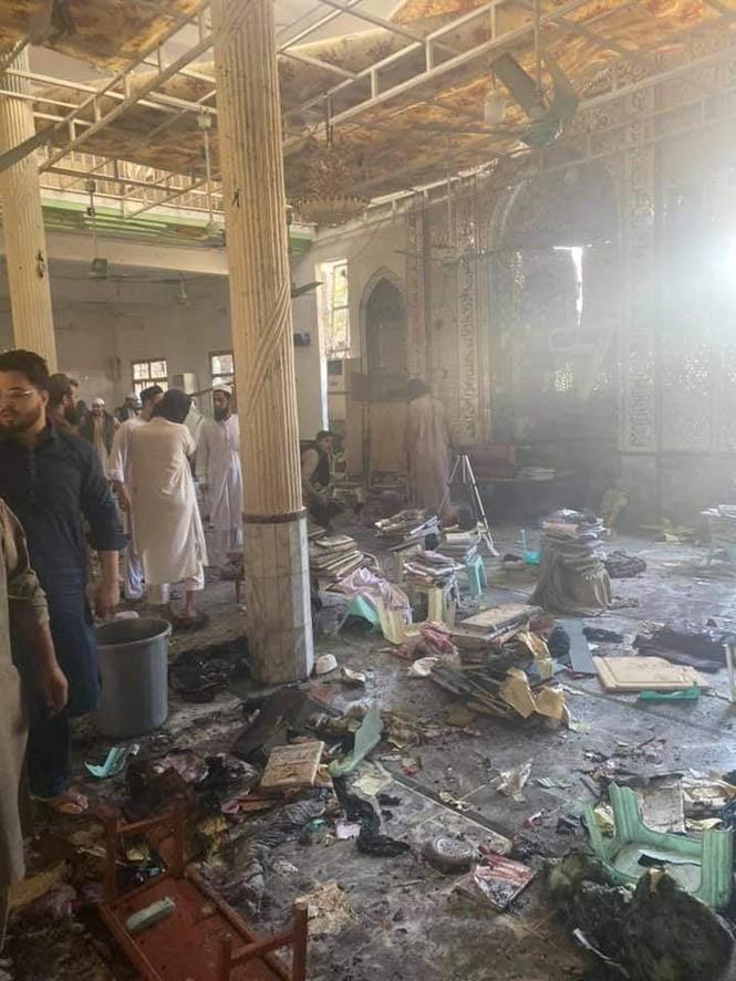 Hiện trường vụ nổ bom trường học ở Pakistan khiến gần 120 người thương vong - ảnh 1