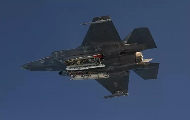 Tận thấy tiêm kích F-35 thả bom hạt nhân có tốc độ siêu thanh  - ảnh 2