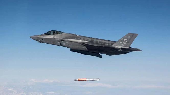 Tận thấy tiêm kích F-35 thả bom hạt nhân có tốc độ siêu thanh  - ảnh 1