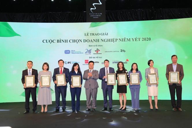 HDBank giành được 'cú đúp' doanh nghiệp niêm yết xuất sắc - ảnh 1