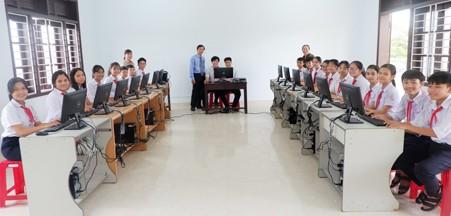 Tài trợ máy tính cho học sinh nông thôn Quảng Nam - ảnh 1