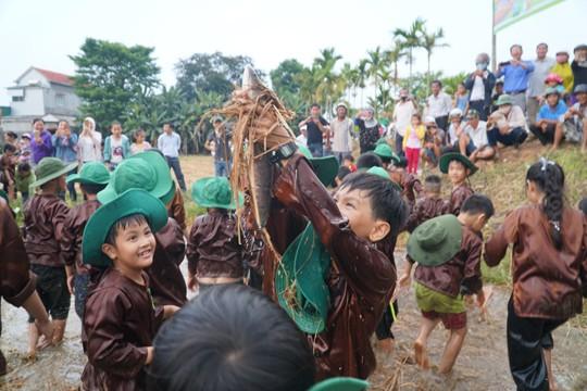 Sôi động tuổi thơ với lễ hội ngày mùa trên đồng ruộng  - ảnh 14