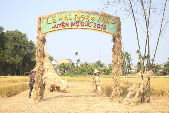 Sôi động tuổi thơ với lễ hội ngày mùa trên đồng ruộng  - ảnh 1