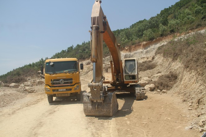 Vụ doanh nghiệp đào núi trái phép: Tỉnh Bình Định chỉ đạo xử lý nghiêm  - ảnh 1