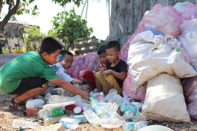 Cận cảnh ngôi nhà toàn bằng chai nhựa trên đảo Bé Lý Sơn - ảnh 2