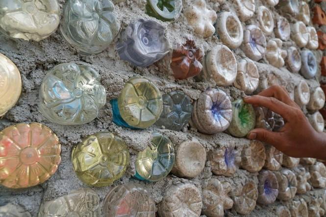 Cận cảnh ngôi nhà toàn bằng chai nhựa trên đảo Bé Lý Sơn - ảnh 4