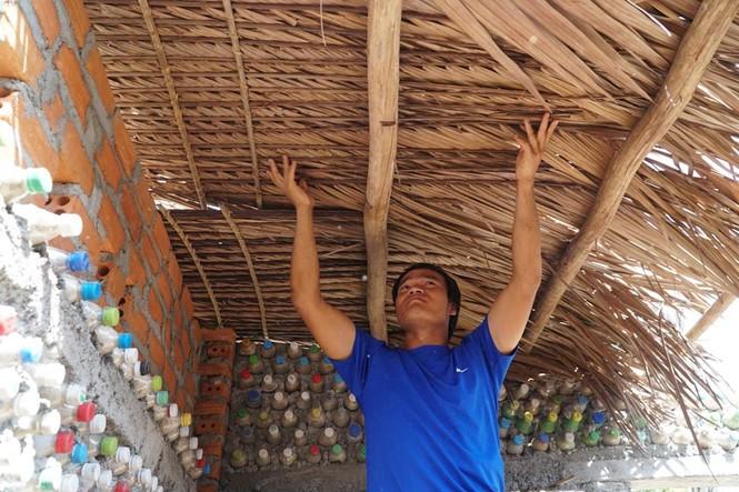 Cận cảnh ngôi nhà toàn bằng chai nhựa trên đảo Bé Lý Sơn - ảnh 6