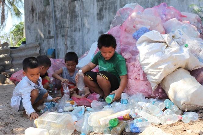 Cận cảnh ngôi nhà toàn bằng chai nhựa trên đảo Bé Lý Sơn - ảnh 7