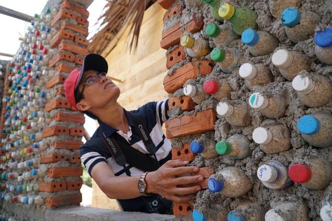 Cận cảnh ngôi nhà toàn bằng chai nhựa trên đảo Bé Lý Sơn - ảnh 9