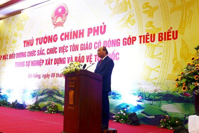 Thủ tướng Nguyễn Xuân Phúc gặp mặt, biểu dương chức sắc, chức việc tôn giáo tiêu biểu - ảnh 2