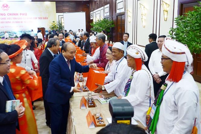 Thủ tướng Nguyễn Xuân Phúc gặp mặt, biểu dương chức sắc, chức việc tôn giáo tiêu biểu - ảnh 3