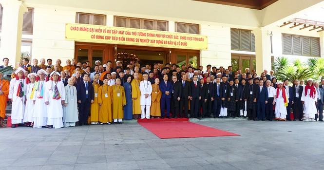 Thủ tướng Nguyễn Xuân Phúc gặp mặt, biểu dương chức sắc, chức việc tôn giáo tiêu biểu - ảnh 5