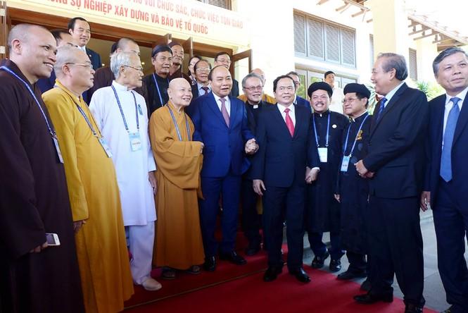 Thủ tướng Nguyễn Xuân Phúc gặp mặt, biểu dương chức sắc, chức việc tôn giáo tiêu biểu - ảnh 4