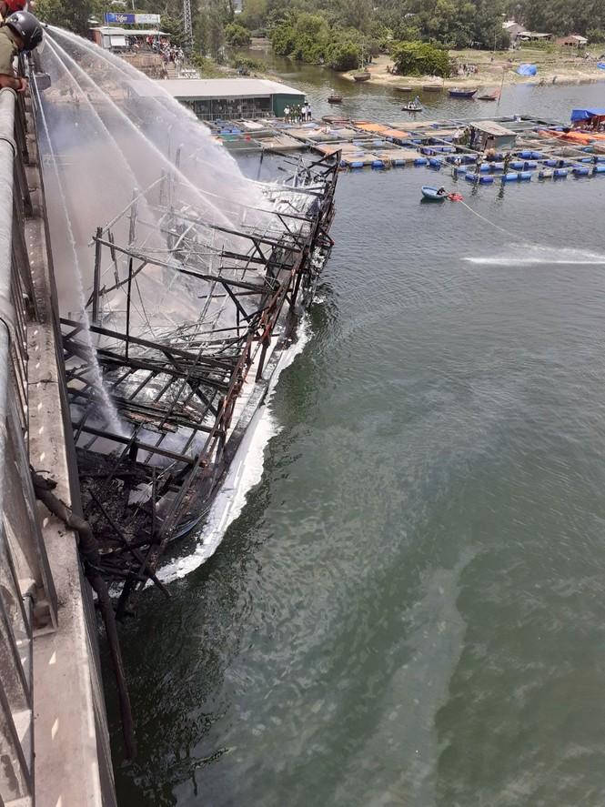 Tàu cá Quảng Ngãi bị thiêu rụi khi chuẩn bị ra khơi thiệt hại 7 tỷ đồng  - ảnh 2