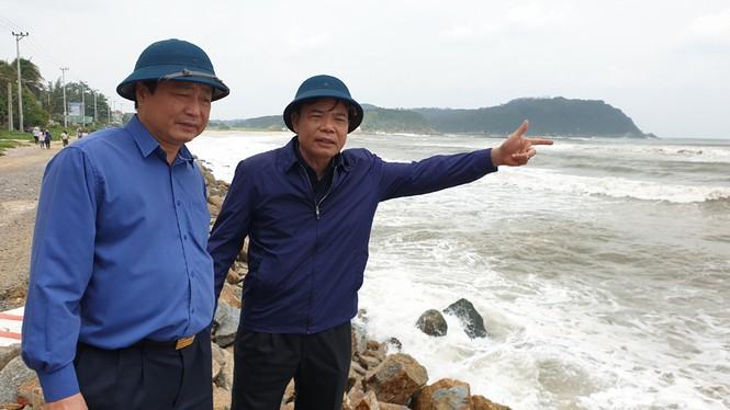 Bộ trưởng Nguyễn Xuân Cường: Bão có đường đi và tốc độ cực kỳ nguy hiểm, không được chủ quan!  - ảnh 1