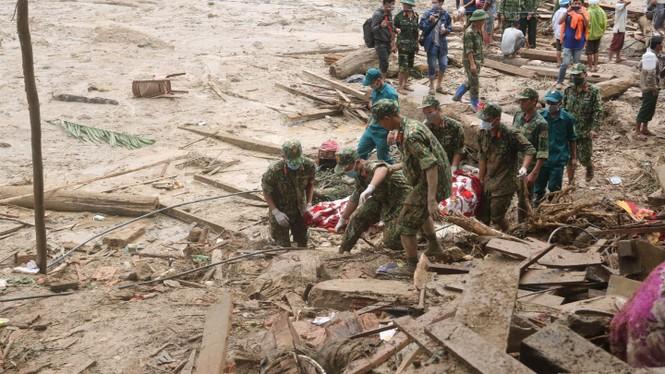 Tìm thấy thêm 2 thi thể ở Trà Leng, vẫn chưa tìm thấy gia đình 7 người của Bí thư xã  - ảnh 1
