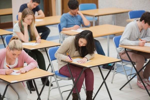COVID-19 ảnh hưởng mạnh mẽ đến kì thi tốt nghiệp THPT ở các quốc gia khác như thế nào?  - ảnh 1