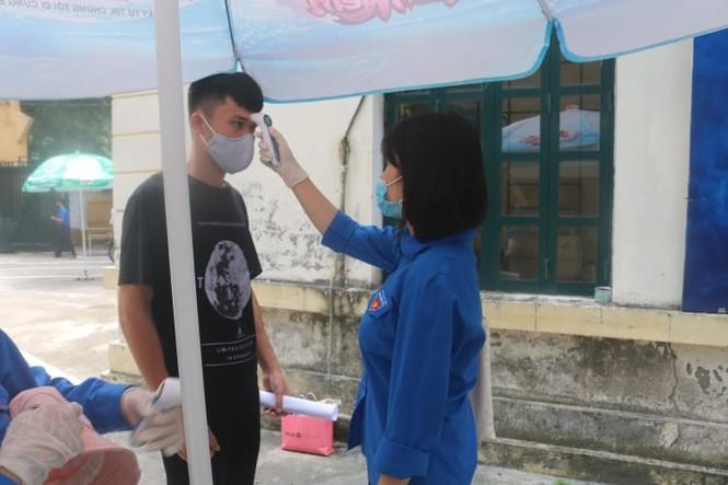 """Một ngày trước """"giờ G"""", teen Hà Nội có mặt tại địa điểm làm thủ tục dự thi THPT - ảnh 5"""