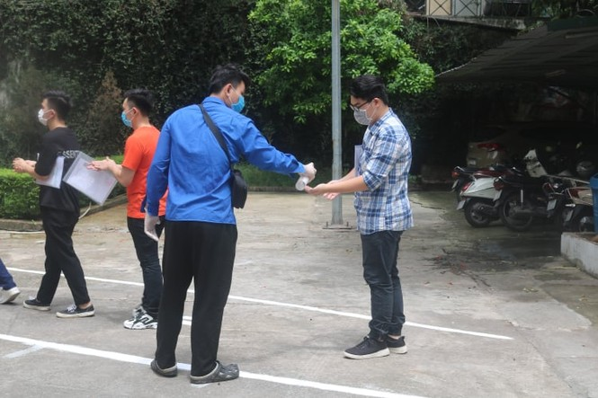"""Một ngày trước """"giờ G"""", teen Hà Nội có mặt tại địa điểm làm thủ tục dự thi THPT - ảnh 6"""