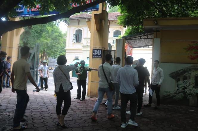 """Một ngày trước """"giờ G"""", teen Hà Nội có mặt tại địa điểm làm thủ tục dự thi THPT - ảnh 2"""