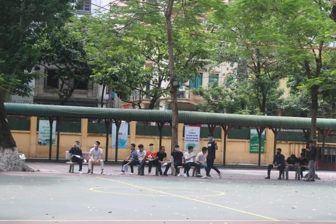 """Một ngày trước """"giờ G"""", teen Hà Nội có mặt tại địa điểm làm thủ tục dự thi THPT - ảnh 9"""
