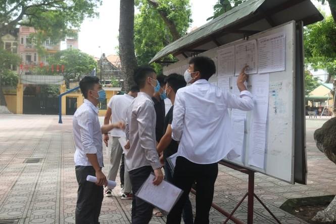 """Một ngày trước """"giờ G"""", teen Hà Nội có mặt tại địa điểm làm thủ tục dự thi THPT - ảnh 7"""
