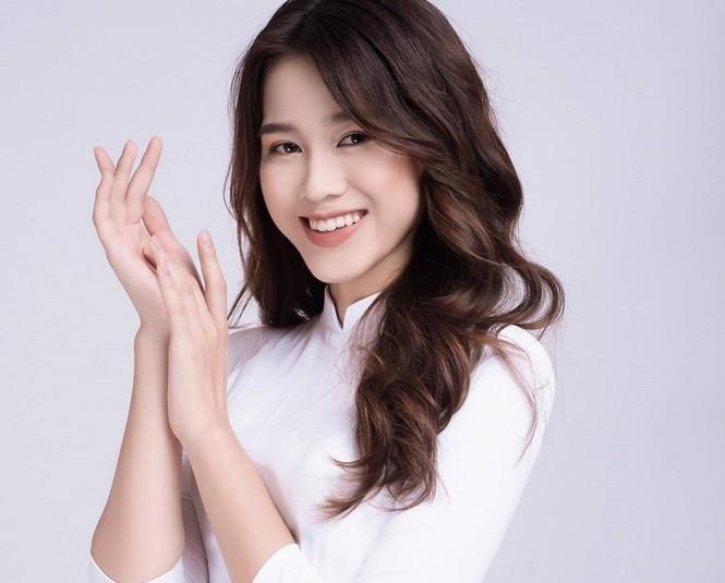 Hoa hậu Đỗ Thị Hà đi cấy lúa cũng xinh xắn đáng yêu, xứng danh cô gái