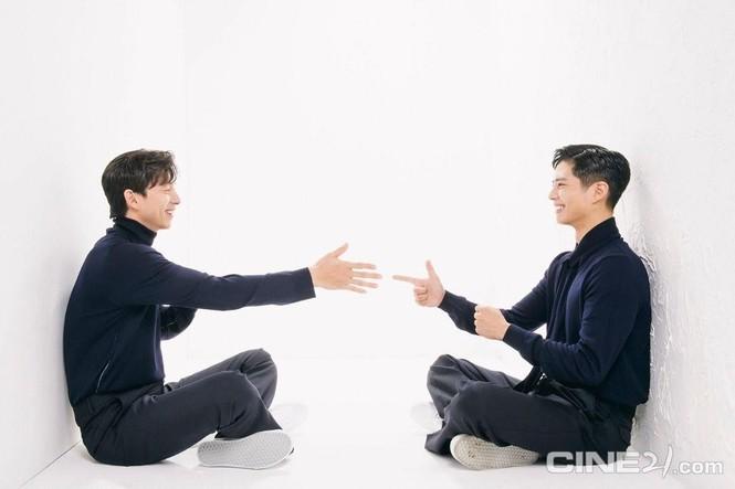 """Sự kết hợp của bộ đôi Gong Yoo và Park Bo Gum khiến tạp chí """"cháy hàng"""" - ảnh 5"""