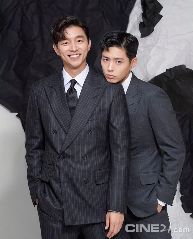 """Sự kết hợp của bộ đôi Gong Yoo và Park Bo Gum khiến tạp chí """"cháy hàng"""" - ảnh 8"""