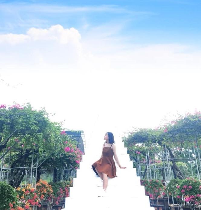 Học viện Nông nghiệp Việt Nam sở hữu một không gian tràn ngập sắc hoa, tha hồ