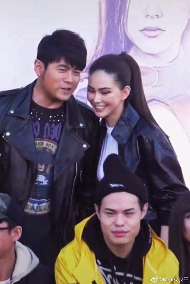 """Netizen ngỡ ngàng trước hình ảnh phát tướng của """"Thiên vương"""" Châu Kiệt Luân - ảnh 3"""