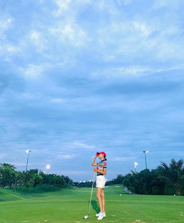 """Dàn mỹ nhân V-Biz nhập hội chơi golf đọ sắc vóc thân thái đầy """"chanh sả"""" - ảnh 10"""