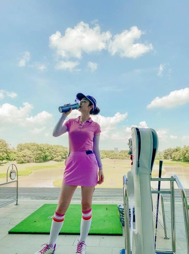 """Dàn mỹ nhân V-Biz nhập hội chơi golf đọ sắc vóc thân thái đầy """"chanh sả"""" - ảnh 5"""