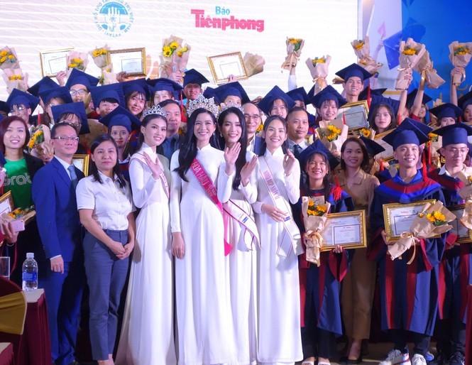 Hoa hậu Đỗ Thị Hà và các Á hậu cùng lan tỏa thông điệp tích cực cho các tân thủ khoa - ảnh 1