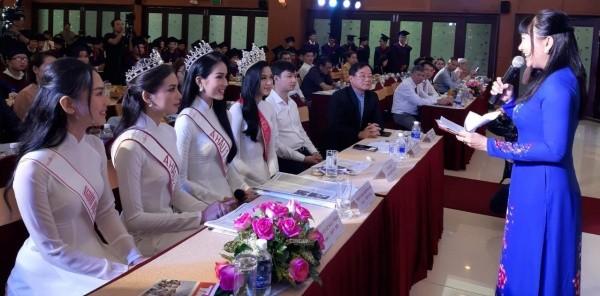 Hoa hậu Đỗ Thị Hà và các Á hậu cùng lan tỏa thông điệp tích cực cho các tân thủ khoa - ảnh 4