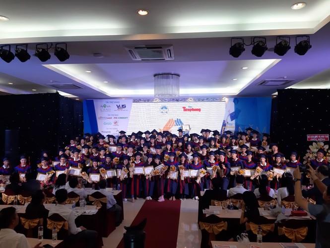 Hoa hậu Đỗ Thị Hà và các Á hậu cùng lan tỏa thông điệp tích cực cho các tân thủ khoa - ảnh 7