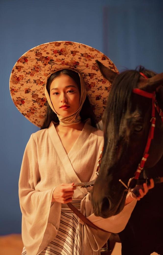 Lộ diện người mẫu Việt quá giống Chương Tử Di, trở thành từ khóa tìm kiếm đông đảo ở Weibo - ảnh 1